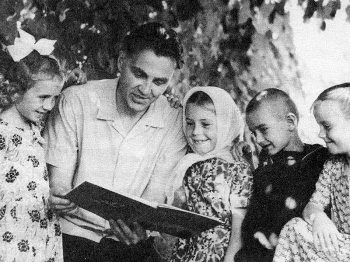 Василий Сухомлинский — украинский советский педагог
