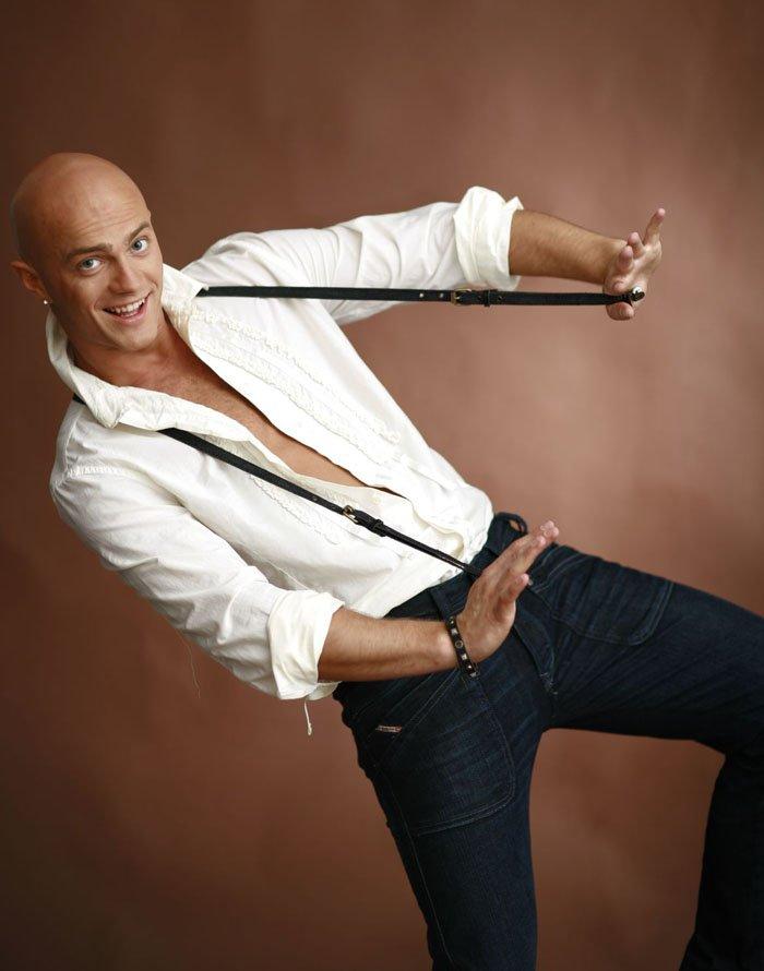 Владислав Яма — український танцюрист.