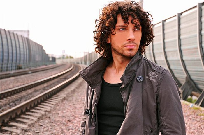 Ярослав Стаховский — украинский певец, актер