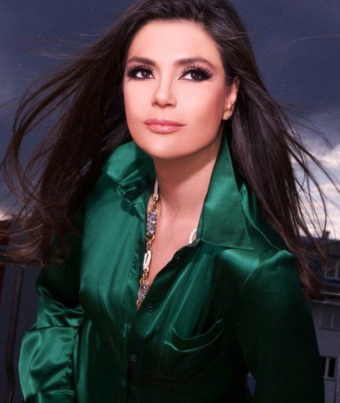 Снежана Берич — сербская певица.