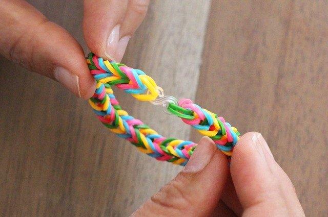 Плетіння резинками, браслети на пальцях. Інструкція - фото 9