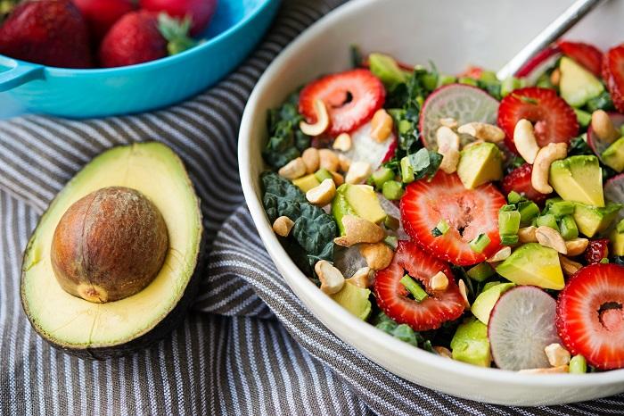 Корисний салат «Полуничне диво», рецепт