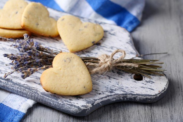 Печенье сердечки на День Валентина готово, фото