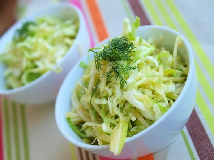 Полезный салат из капусты «Витаминка»