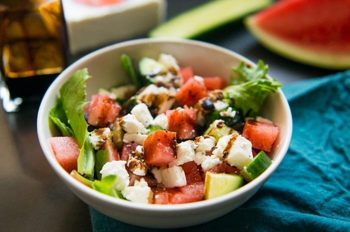 Полезный салат с арбузом и огурцом «Сочный»