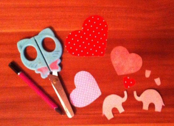 Закохані слоники. Романтична листівка своїми руками