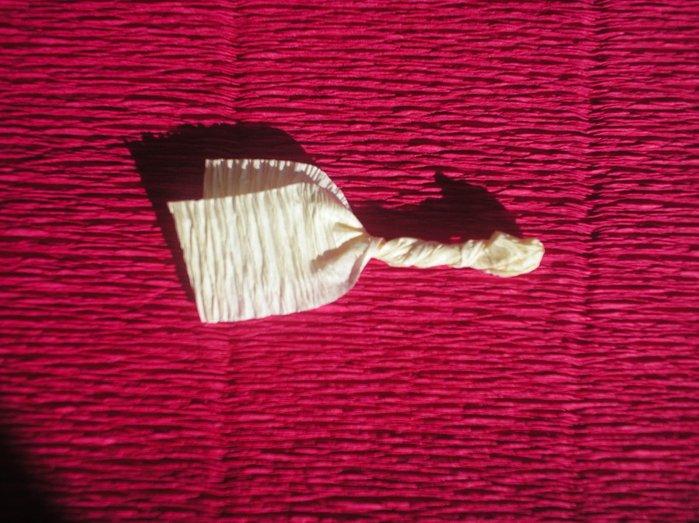 Букеты из гофрированной бумаги своими руками пошагово - фото 10