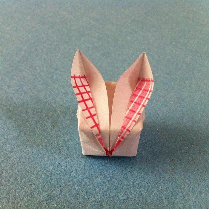 Великодній заєць у техніці орігамі