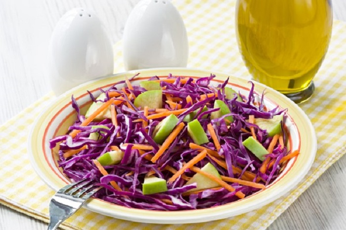 Салат из капусты, моркови и яблок, рецепт
