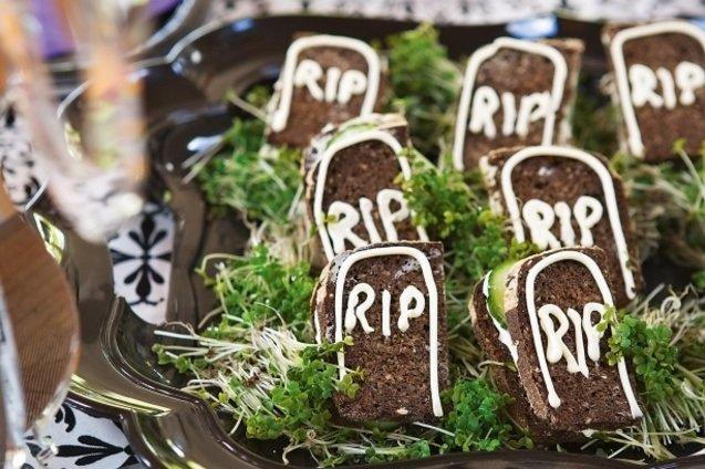 Ужасно вкусные блюда для Хэллоуина, Кладбище