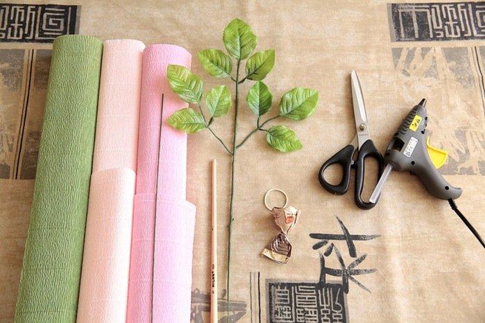 Троянди з гофрованого паперу своїми руками - фото 17