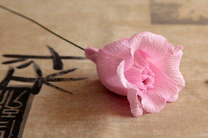 Розы из гофробумаги своими руками - фото 21