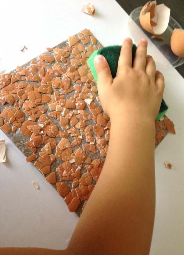 Простая мозаика из яичной скорлупы для детей, фото 6