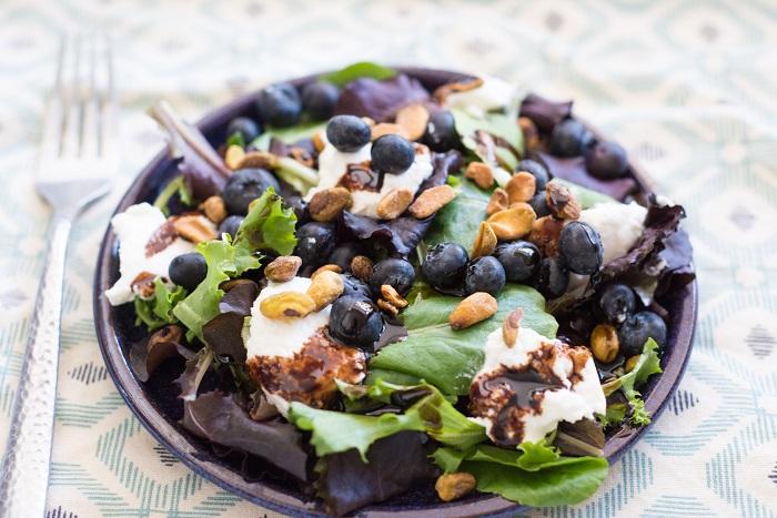Корисний салат з чорницею «Ніжний», рецепт