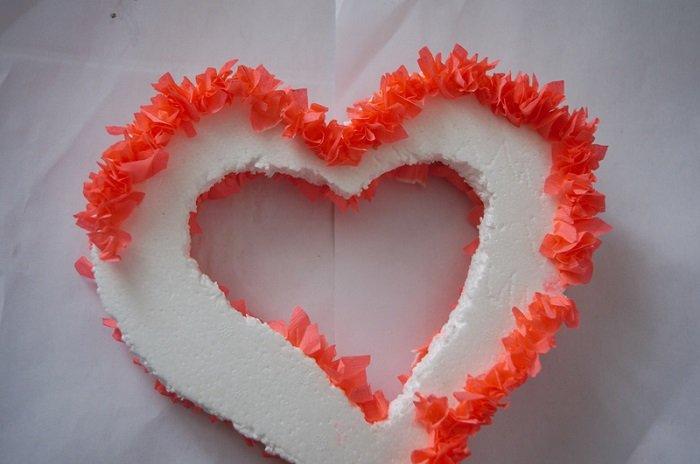 Оформление сердца из пенопласта фото 1