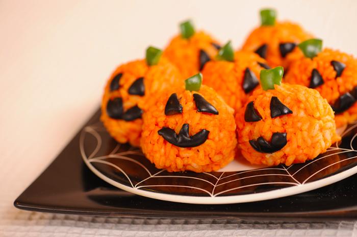 Страви на Хелловін - Рисові кульки-гарбузи