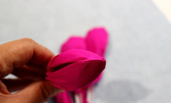 Как сделать тюльпаны из гофрированной бумаги – схема, фото 17
