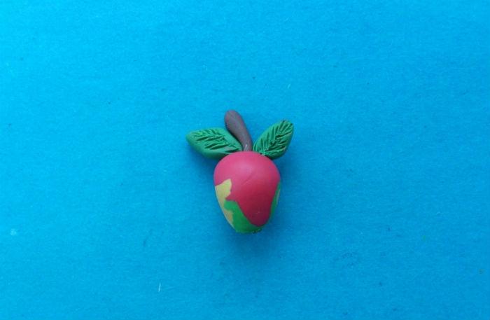 Яблоко из пластилина