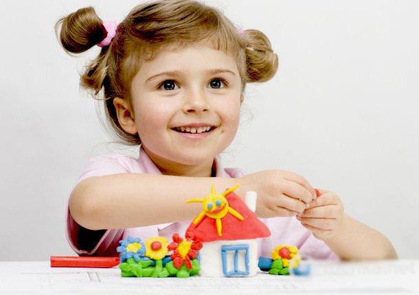 Ліплення з пластиліну в дитячому садку. Фото 1