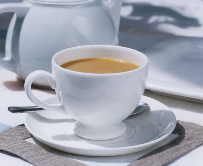 Согревающий напиток: черный чай с молоком