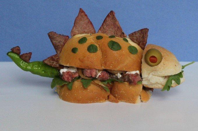 Вкусные сендвичи на завтрак. Идеи праздничных бутербродов для детей - фото 1