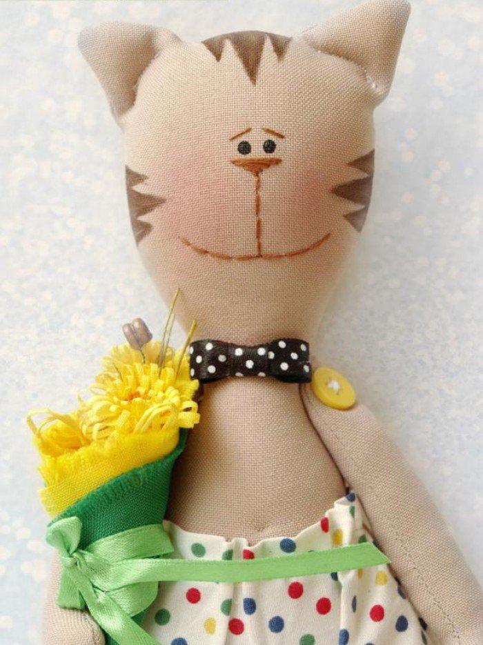Кот с длинными лапами игрушка