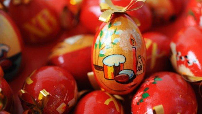 Фарбуємо пасхальні яйця