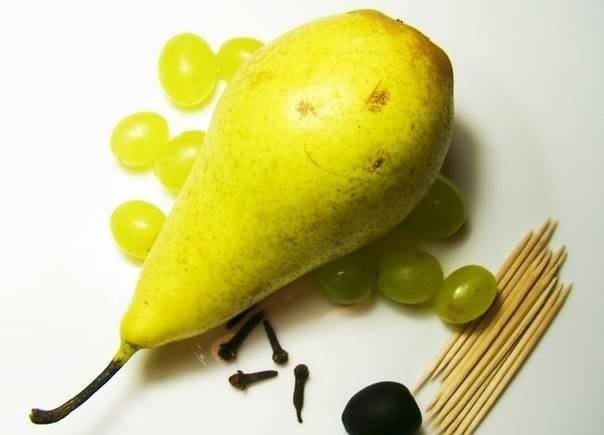Ежик из груши и винограда - фото 1