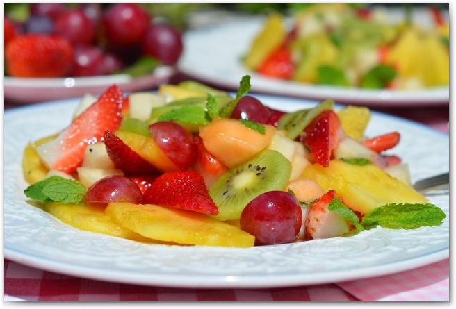 Простые рецепты фруктовых салатов - фото 10