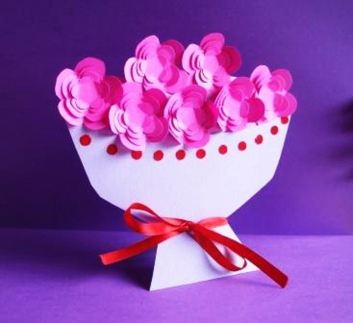 Вазочка с цветами из бумаги