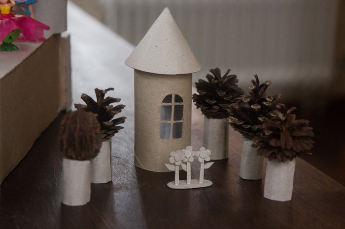 казковий замок з паперу та картону