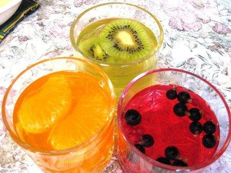 Простой десерт из желе с фруктами - фото 5