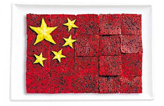 Национальный флаг Китая из еды