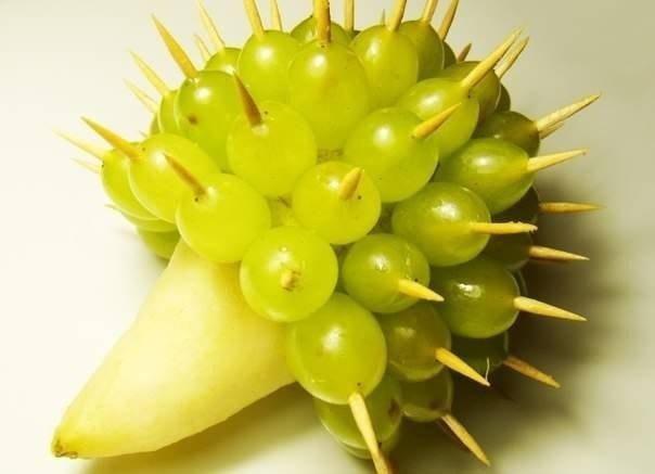 Ежик из груши и винограда - фото 4