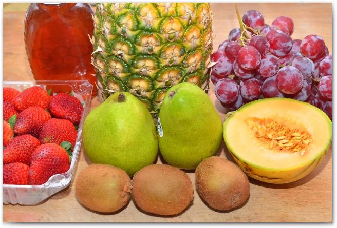 Простые рецепты фруктовых салатов - фото 8