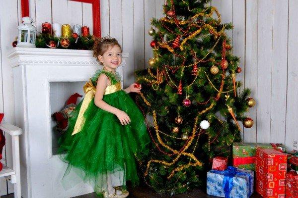 В Новый год с иголочки в костюме елочки