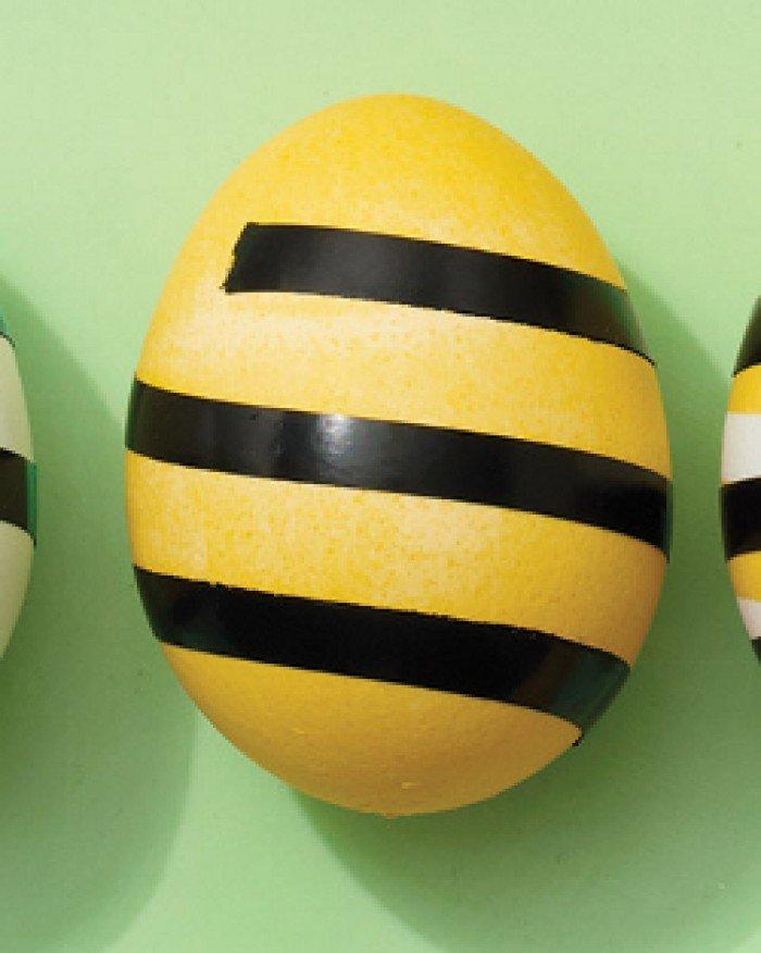 Фарбуємо пасхальні яйця, обклейка ізострічкою, крок 2