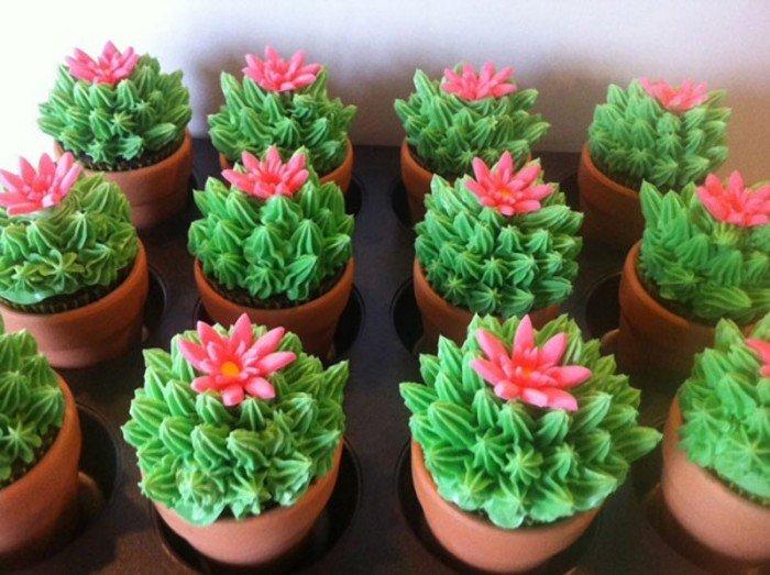 Идеи, как украсить капкейки. Цветущие кактусы