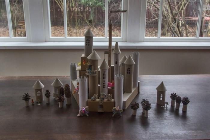 Сказочный замок из картона