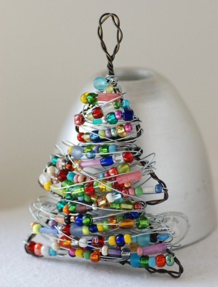 Игрушки из проволоки и бисера на елку своими руками