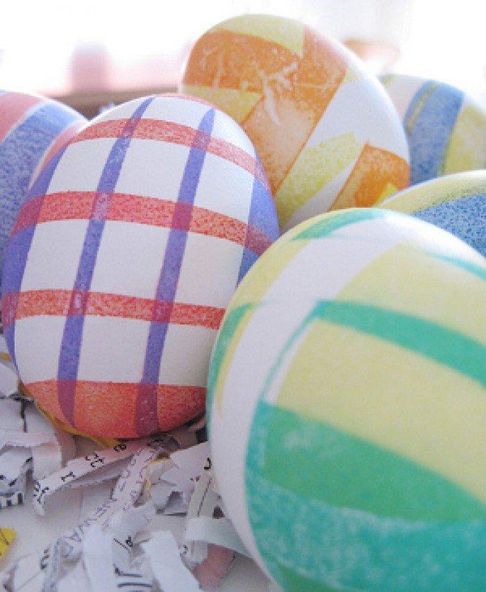 Фарбуємо пасхальні яйця, обклейка ізострічкою