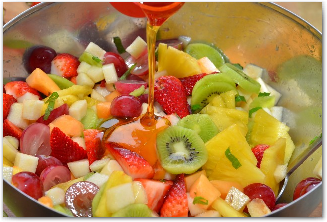 Простые рецепты фруктовых салатов - фото 9
