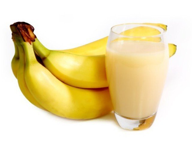 Молочный коктейль с бананом - фото