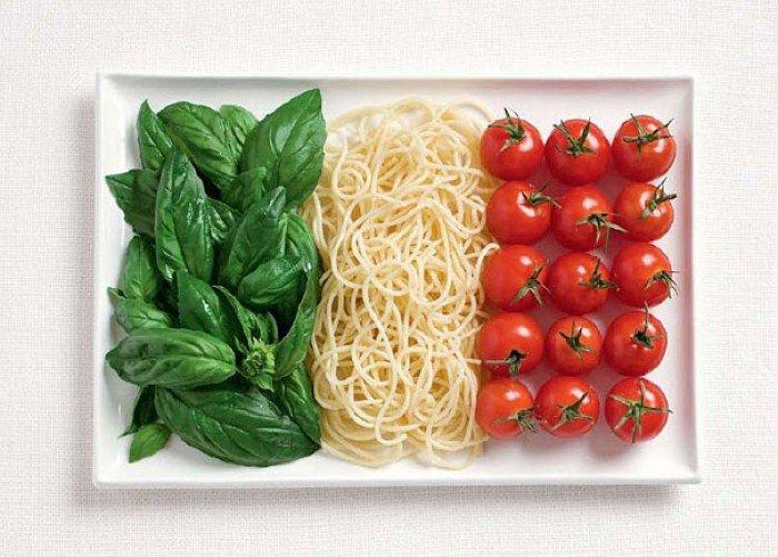 Национальный флаг Италии из еды