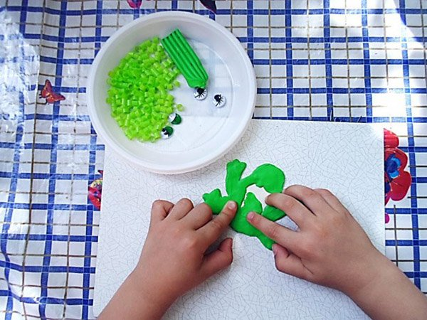 Летние поделки с детьми своими руками - мозаика из трубочек, фото 3