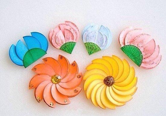 Квіти з кольорового паперу своїми руками - фото 1