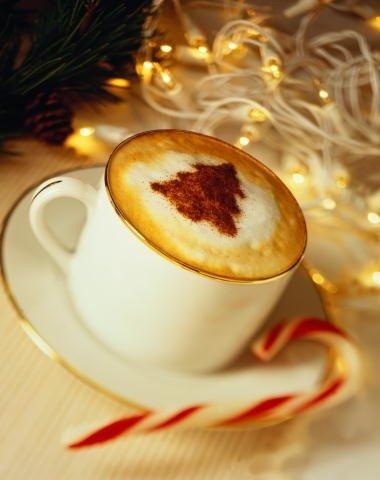 Малюнок на каві ялинка - фото