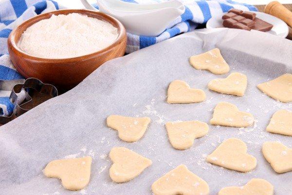 Выпекаем ароматное печенье на День Валентина
