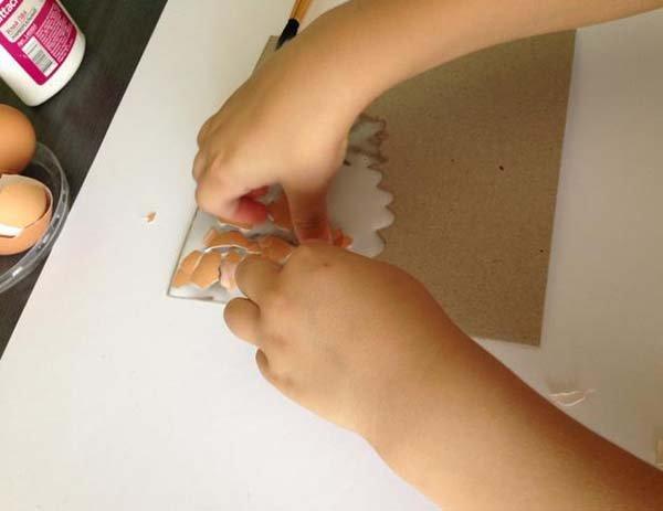 Простая мозаика из яичной скорлупы для детей, фото 4