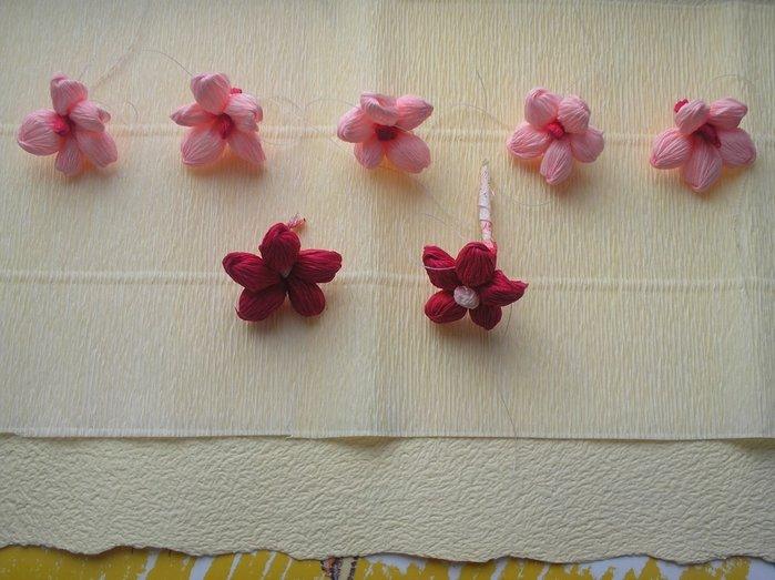 Букет квітів з гофрованого паперу своїми руками - фото 19